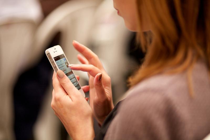ดูแลตัวเองจากการใช้งานโทรศัพท์มือถือ